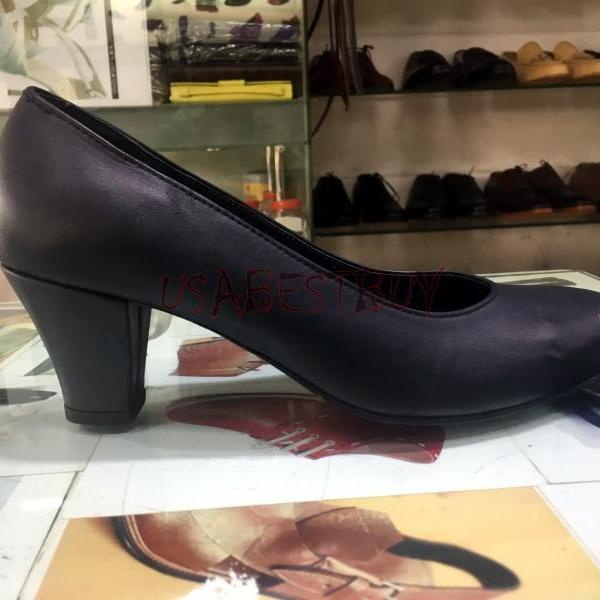 New Handmade Women Elegant Simple Pumps with Wooden Heel and Leather sole.